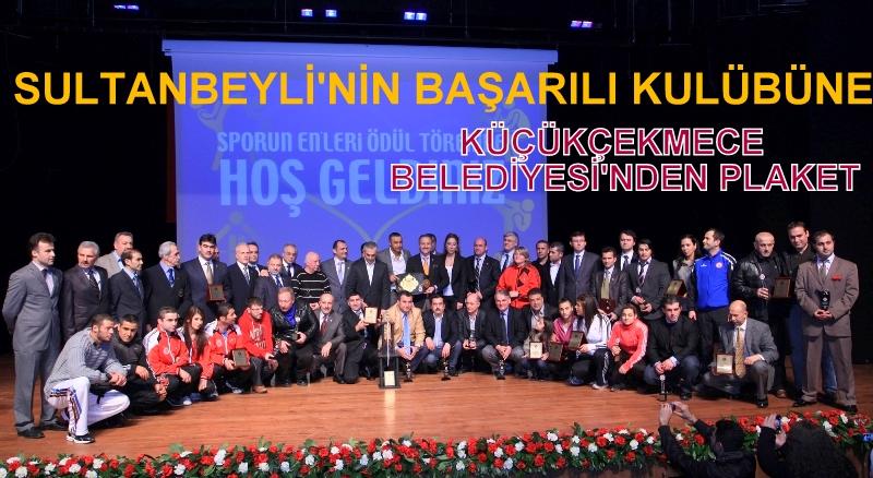 Sultanbeyli'nin başarılı kulübüne Küçükçekmece Belediyesi'nden plaket!