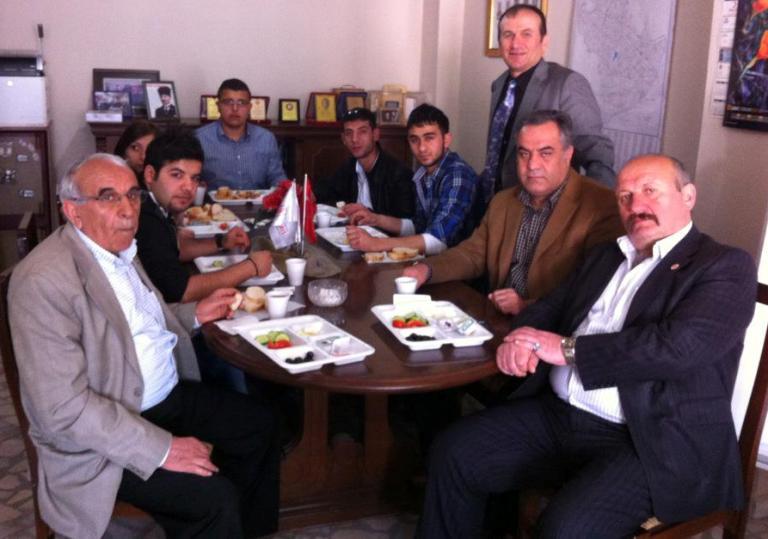 Sultanbeyli Kızılay şubesi kahvaltı programlarına devam ediyor