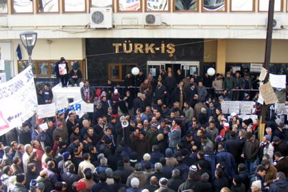 Türk-Iş'te deprem