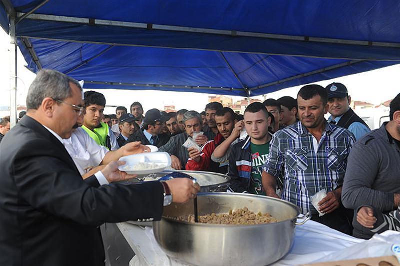 Başkan Erdem Bayramda Sancaktepelilerle kucaklaştı