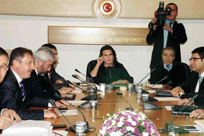 Darbe Komisyonu raporunu sundu
