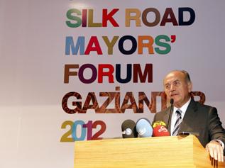 Başkan Topbaş, Ipekyolu Belediye Başkanları Forumu'na katıldı