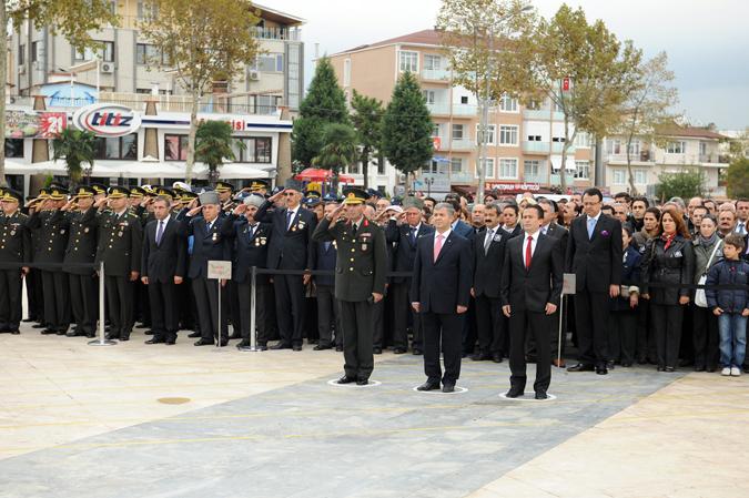 Atatürk'ü saygıyla andık