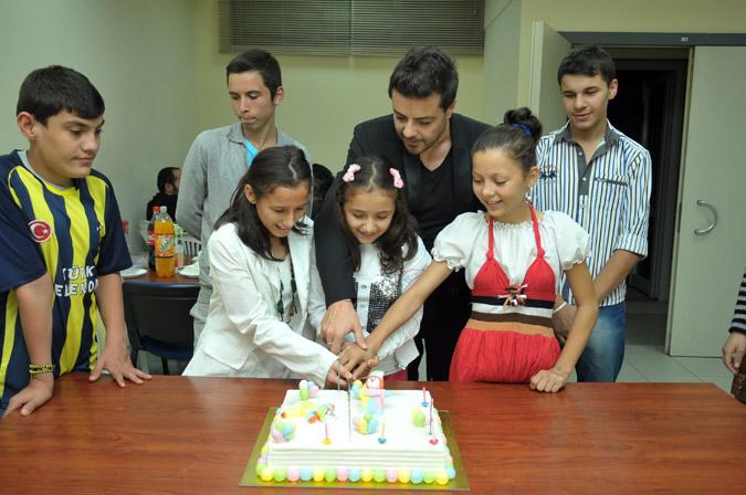 Burak Kut Yetim Çocukların Doğum Gününe Katıldı