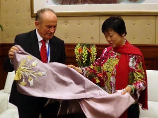 Başkan Topbaş Çin Dostluk Derneği başkanıyla görüştü