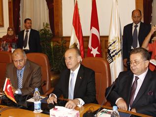 Başkan Topbaş Kahire'deki temaslarına başladı