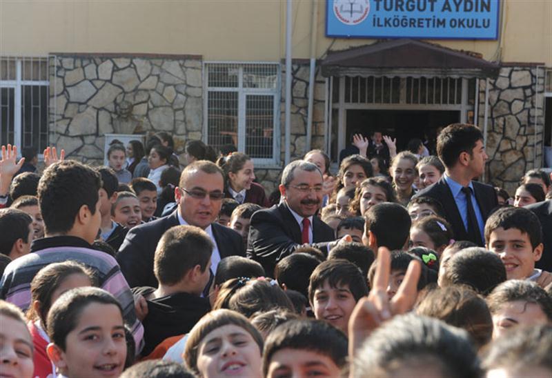 Başkan Erdem okulları ziyaret etti