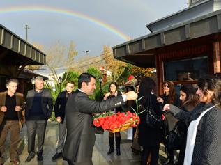 Sosyal Tesisler öğretmenleri çiçeklerle ağırladı