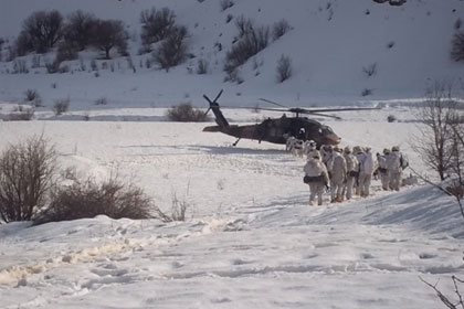 Cesetler helikopterle taşındı