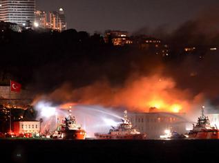 Galatasaray Üniversitesi'ndeki yangın kontrol altına aldı