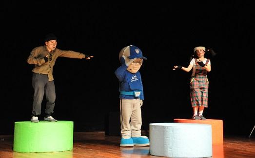 İstanbul Polisinden Tiyatro Gösterisi