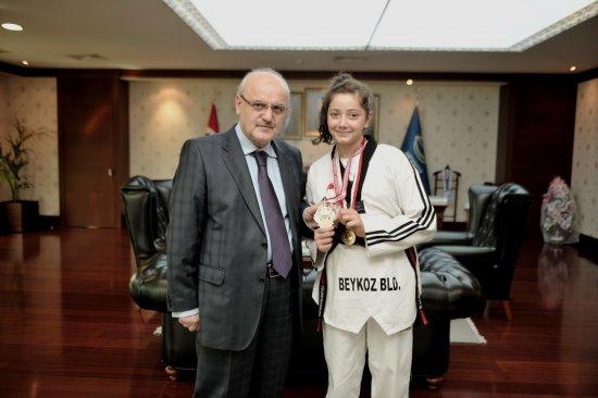Beykoz'dan Türkiye Şampiyonu'na Ödül