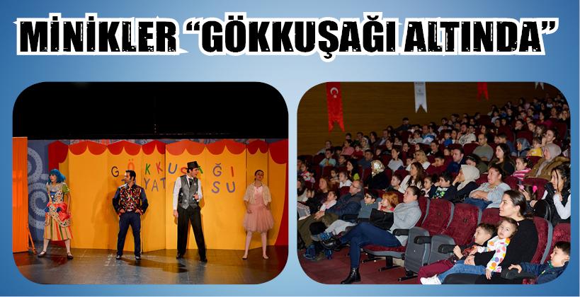 MİNİKLER 'GÖKKUŞAĞININ ALTINDA'
