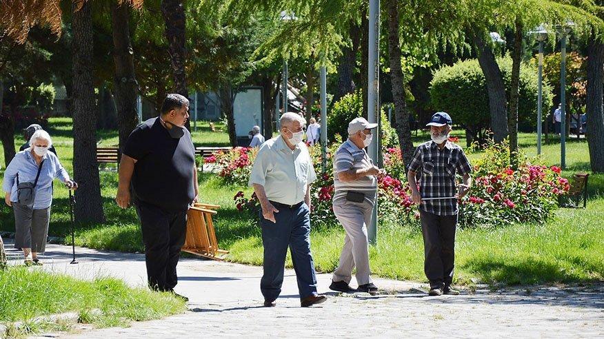 İSTANBUL'DA 65 YAŞ VE ÜSTÜNE SOKAĞA ÇIKMA YASAĞI