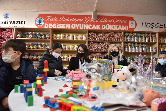 TUZLA'DA 'DEĞİŞEN OYUNCAK DÜKKANI'